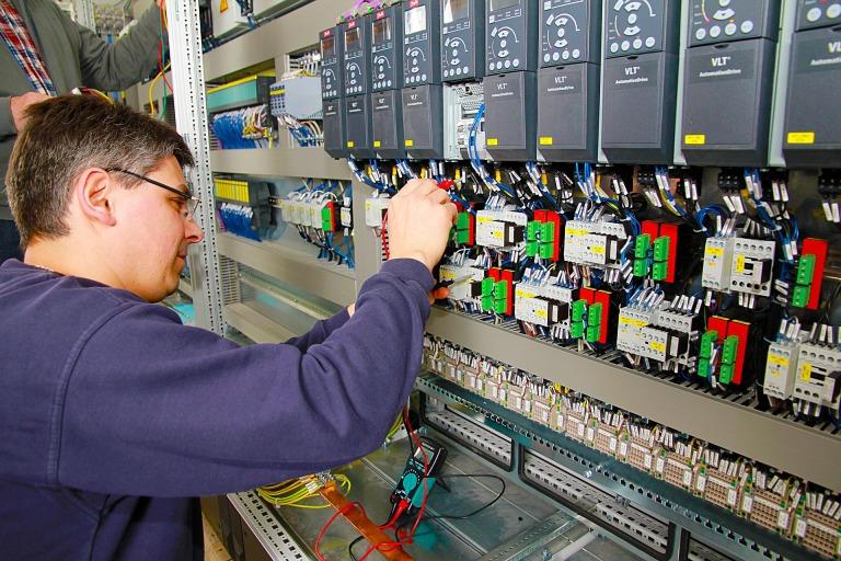 control-cabinet-778639_1920.jpg