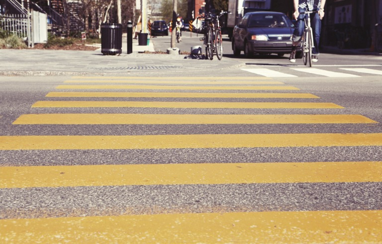 crosswalk-407023_1920.jpg